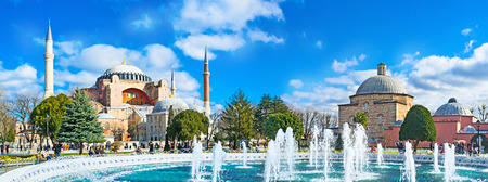 hamam: Panoramic view of the Hagia Sophia and Ayasofya Hurrem Sultan Hamam from the Sultanahmet park, Istanbul, Turkey.
