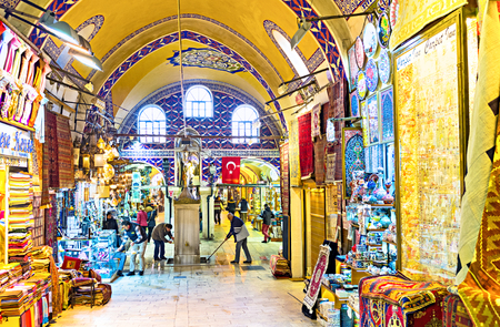 kapalicarsi: ISTANBUL, TURKEY - JANUARY 13, 2015: The numerous souvenir stalls of Grand Bazaar wait for the tourists, on January 13 in Istanbul.
