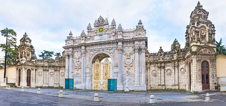 The luxury Gate of Sultan of Dalmabahce Palace made of the carved stone, Istanbul, Turkey. Publikacyjne