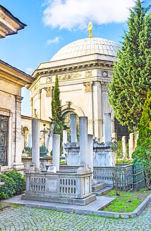 divan: Das historische Sultan Mahmud II Mausoleum und Friedhof, im Divan Yolu Stra�e, Istanbul, T�rkei.