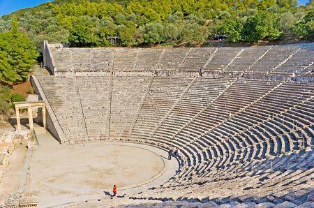 teatro antico: Il grande teatro antico � la parte del sito archeologico del Santuario di Asclepio a Epidauro, Grecia.