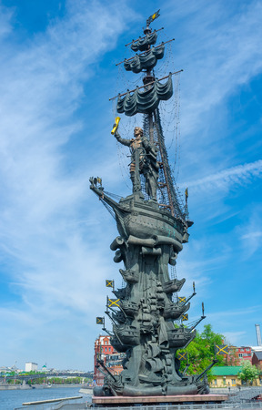 peter the great: Peter the Great statue located at the western confluence of the Moskva River and the Vodootvodny Canal in central Moscow, Russia.