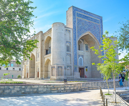 fraternidad: Bukhara, Uzbekist�n - 28 de abril, 2015: El Nadir Divan-Beghi Khanaka fue dise�ado espec�ficamente para las reuniones de una hermandad suf�, el 28 de abril en Bukhara. Foto de archivo