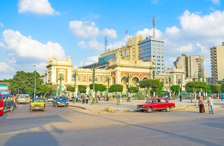 ALEXANDRIA, EGYPT - OCTOBER 11, 2014: The crowded Elshohada square with the facade of the Misr Railway Station, on October 11 in Alexandria. Publikacyjne