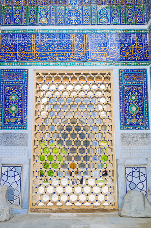 beg: The traditional islamic screen decorates the window at the facade of Ulugh Beg Madrasah, Samarkand, Uzbekistan. Stock Photo