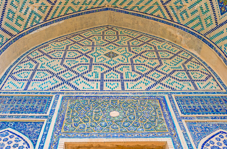 beg: The small portal in the courtyard of Ulugh Beg Madrasah with the blue geometric decoration made of tiles, Samarkand, Uzbekistan.