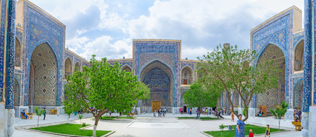 beg: SAMARKAND, UZBEKISTAN - APRIL 30, 2015: The courtyard of Ulugh Beg Madrasah with a small garden and traditional islamic mosaics on the walls, on April 30 in Samarkand. Editorial