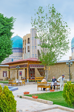 teahouse: SAMARKAND, UZBEKISTAN - APRIL 30, 2015: The Uzbek teahouse is the best place to relax in the old town, on April 30 in Samarkand.
