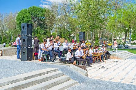 university fountain: SAMARKAND, UZBEKISTAN - MAY 1, 2015: The school folk orchestra on the celebration of the Fountain Day at the University boulevard, on May 1 in Samarkand.