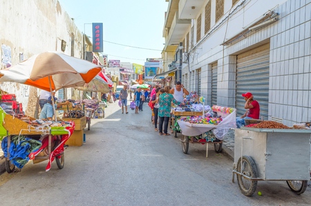 souq: SOUSSE, TUNISIA - AUGUST 28, 2015: The spontaneous market is a usual scene on Rue de France, on August 28 in Sousse. Editorial