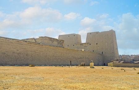 horus: La gran zona arqueol�gica del Templo de Horus es uno de los principales puntos de referencia en el Alto Egipto, Edfu. Foto de archivo