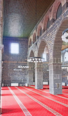 arcos de piedra: DIYARBAKIR, TURKEY - JANUARY 15, 2015: The interior of the Great Mosque decorated with the arches of black stone, on January 15 in Diyarbakir.