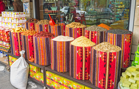 legumbres secas: DIYARBAKIR, TURKEY - JANUARY 15, 2015: The colourful bags with spices and dried vegetables at the spice market on Gazi street, on January 15 in Diyarbakir.