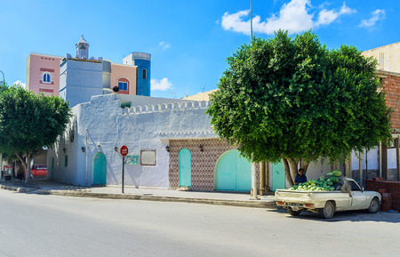 residential market: KAIROUAN, TUNISIA - AUGUST 30, 2015: The tiny mosque in the old residential neighborhood located next to the market, on August 30 in Kairouan. Editorial