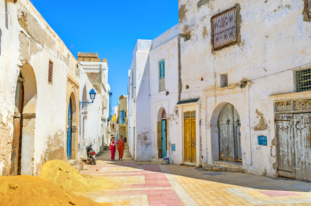 kairouan: KAIROUAN, TUNISIA - AUGUST 30, 2015: The buildings in Medina are very old, so people have to restore their homes very often, on August 30 in Kairouan. Editorial