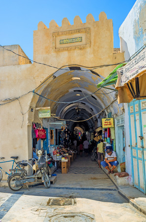 kairouan: KAIROUAN, TUNISIA - AUGUST 30, 2015: Medina boasts the maze of covered markets, that occupied the narrow streets and tiny lanes, on August 30 in Kairouan. Editorial