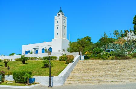 sidi bou said: The white mosque with high minaret in the hilly village of Sidi Bou Said, Tunisia. Stock Photo