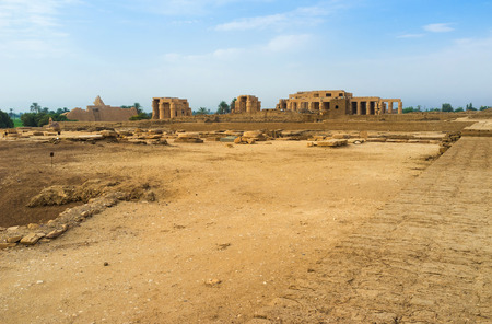 archaeological sites: The temple ruins on one of archaeological sites of Theban Necropolis, Luxor, Egypt.