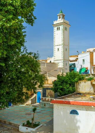 residential neighborhood: The old residential neighborhood with the white minaret of Sidi Ahmed Gharib Mosque in Le Kef. Stock Photo