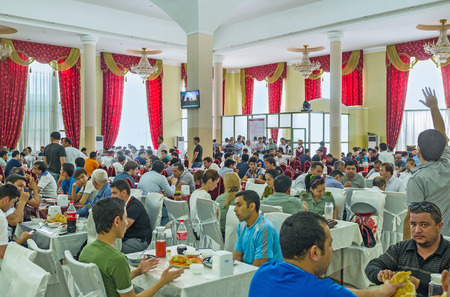 pila: TASHKENT, UZBEKISTAN - MAY 7, 2015: The Center Asian Plov Center is the best place in city to try pilaf, on May 7 in Tashkent. Editorial