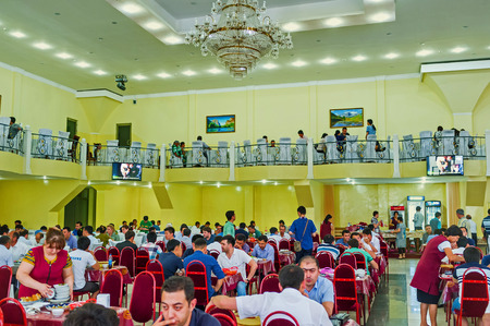 pila: TASHKENT, UZBEKISTAN - MAY 7, 2015: The large hall Center Asian Plov Center is always full of clients, on May 7 in Tashkent.