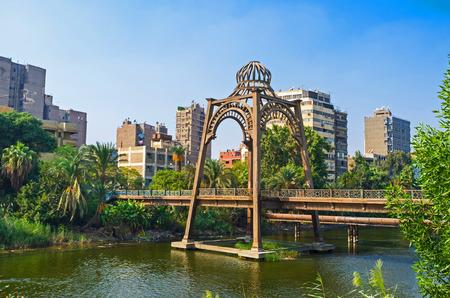 カイロ、エジプトの都市庭地区エル ・ ローダ島の高級ホテルのモダンな ...