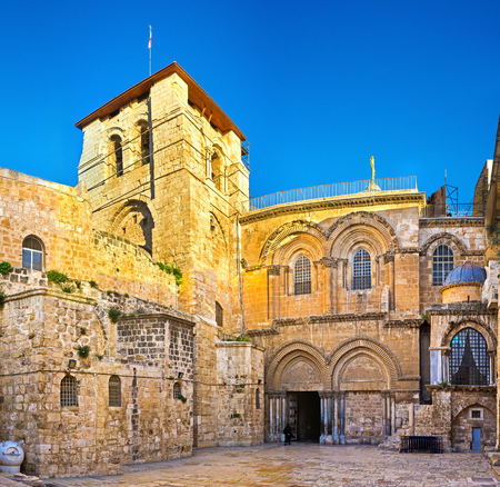 church of the holy sepulchre: The tiny square (courtyard) in front of the Church of the Holy Sepulchre, one of the main landmarks of Jerusalem, Israel.