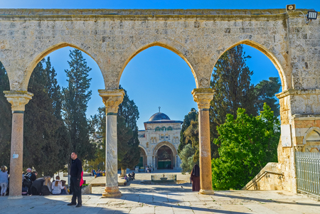 dome of the rock: JERUSALEM, ISRAEL - FEBRUARY 16, 2016: The old stone gateway between the main Islamic landmarks of the Temple Mount - Al-Aqsa Mosque and the Dome of the Rock, on February 16 in Jerusalem.