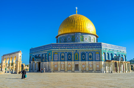dome of the rock: JERUSALEM, ISRAEL - FEBRUARY 16, 2016: The Dome of the Rock was faced in unusual manner - the lower part with white stone and the upper part with colorful glazed tiles, on February 16 in Jerusalem. Editorial