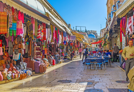 JERUSALEM, ISRAEL - FEBRUARY 16, 2016: The colorful Aftimos Bazaar with numerous tourist stalls, outdoor taverns and unique eastern atmosphere, on February 16 in Jerusalem. Banco de Imagens - 54238484