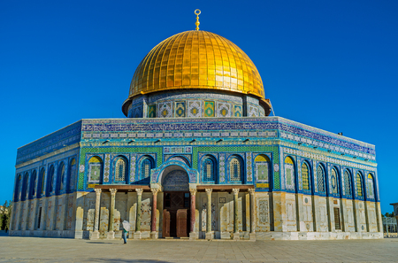 dome of the rock: The Dome of the Rock (Qubbet el-Sakhra) is one of the greatest of Islamic monuments, it was built by Abd el-Malik, Jerusalem, Israel. Stock Photo