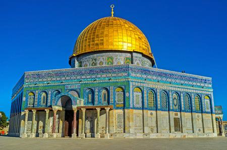 octogonal: La cúpula octogonal de la Roca, la máxima cúpula, consagra la roca sagrada de Moriah, Jerusalén, Israel. Foto de archivo