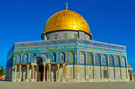 dome of the rock: The octagonal Dome of the Rock, with a high cupola, enshrines the sacred rock of Moriah, Jerusalem, Israel.