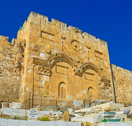 temple mount: JERUSALEM, ISRAEL - FEBRUARY 16, 2016: The Golden Gate (Gate of Mercy) is the oldest in city, and the only one eastern gate from Temple Mount, on February 16 in Jerusalem. Editorial