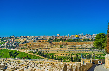 dome rock: The view from the Mount of Olives on the Temple Mount with the city walls, Dome of the Rock and old Jerusalem, Israel. Stock Photo