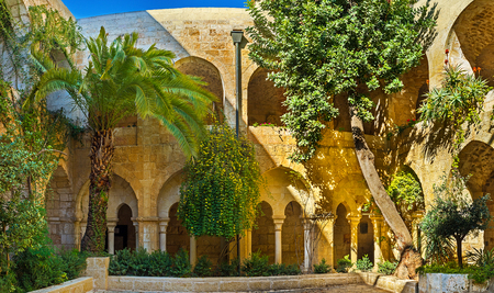 JERUSALEM, ISRAEL - FEBRUARY 16, 2016: The scenic green garden in courtyard of Lutheran Kirche of the Redeemer, on February 16 in Jerusalem. Publikacyjne