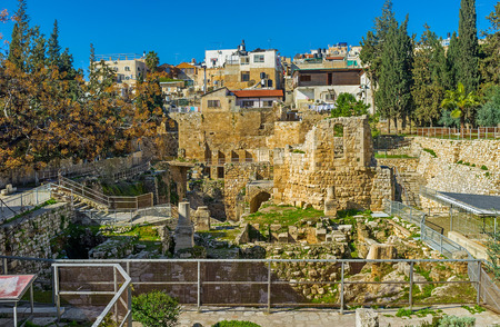 bethesda: The archaeological site of Bethesda pool is the place, visited by tourists and pilgrims, who comes to St Annes Church in Via Dolorosa, Jerusalem, Israel.