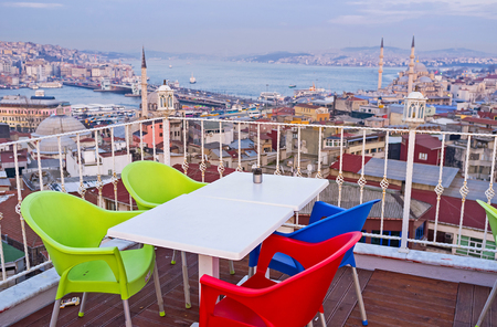 fatih: The Fatih district boasts many cafes, located on the slope of the Third Hill, with romantic terraces on the roofs, overlooking the city and Golden Horn Bay, Istanbul, Turkey. Stock Photo