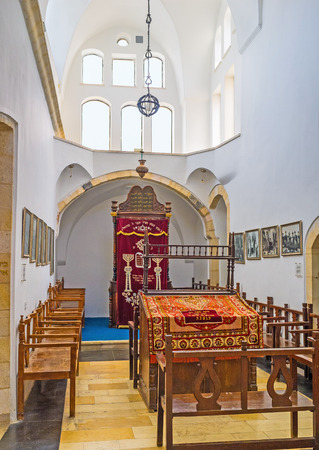 synagogues: JERUSALEM, ISRAEL - FEBRUARY 18, 2016: The Emtsai Synagogue (Middle Synagogue) forms the central chamber of the complex of Four Sephardic Synagogues, on February 18 in Jerusalem. Editorial