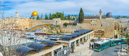 hasid: JERUSALEM, ISRAEL - FEBRUARY 18, 2016: The checkpoint, giving acsess to the Western Wall Square and the Temple Mount Complex, on February 18 in Jerusalem. Editorial