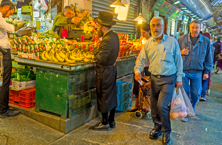 hasid: JERUSALEM, ISRAEL - FEBRUARY 18, 2016: The Mahane Yehuda market is the best place to choose fresh and tasty fruits and vegetables, on February 18 in Jerusalem. Editorial