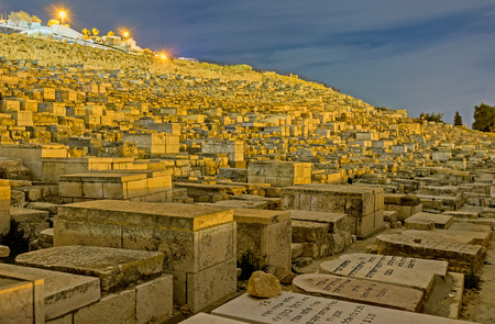 jewish houses: JERUSALEM, ISRAEL - FEBRUARY 18, 2016: The Jewish cemetery on the Mount of Olives covers all the slope, on February 18 in Jerusalem.