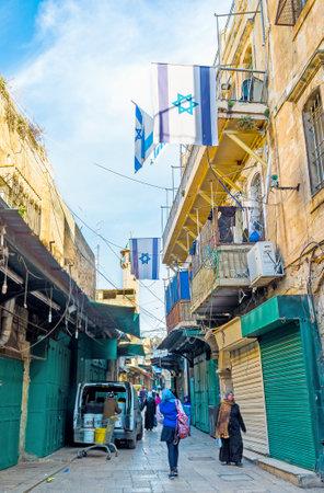 estrella de david: Jerusalén, ISRAEL - 18 de febrero, 2016: El mercado de edad en la Via Dolorosa está cerrado por la mañana temprano, el 18 de febrero en Jerusalén.