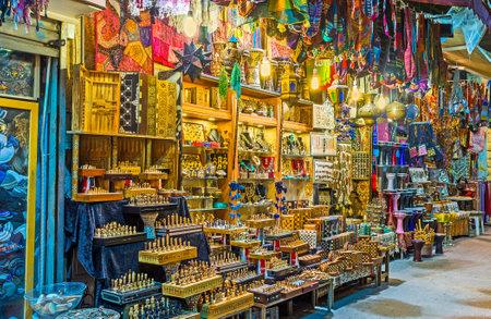 estrella de david: El puesto iluminado brillante con muchos recuerdos handmade diferentes, Jrusalem, Israel. Editorial