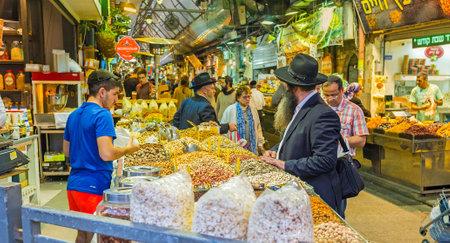 hasid: JERUSALEM, ISRAEL - FEBRUARY 17, 2016: The hazelnuts, pistachios, cashews, peanuts, sunflower seeds and popcorn are popular snacks in Israel, on February 17 in Jerusalem. Editorial