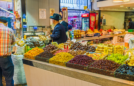 hasid: JERUSALEM, ISRAEL - FEBRUARY 17, 2016: The shop offers the dried fruits, nuts and many types of raisins, especially popular in the Middle East, on February 17 in Jerusalem.