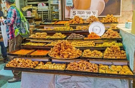 jewish houses: JERUSALEM, ISRAEL - FEBRUARY 17, 2016: The stalls of Mahane Yehuda market offer baklava, fingers, lokum and other local sweets, on February 17 in Jerusalem.