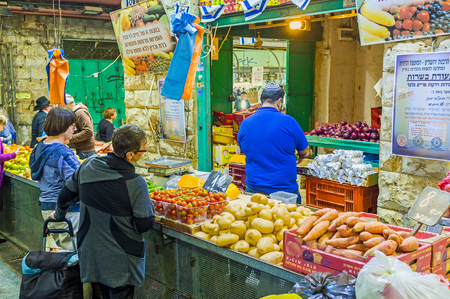 hasid: JERUSALEM, ISRAEL - FEBRUARY 17, 2016: The locals say, that the prices and range of good is the best in Mahane Yehuda market, on February 17 in Jerusalem.