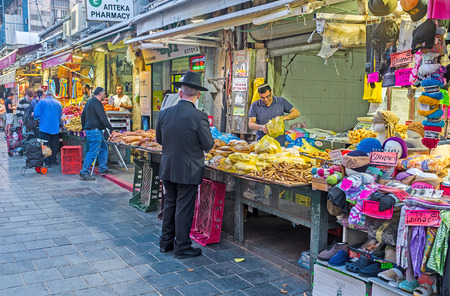 hasid: JERUSALEM, ISRAEL - FEBRUARY 17, 2016: The evening in Mahane Yehuda market - the best place to enjoy Middle Eastern trading traditions and taste various types of local food, on February 17 in Jerusalem. Editorial