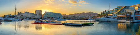 The sunset over the modern hotels in Lagoona of Eilat, Israel. 免版税图像